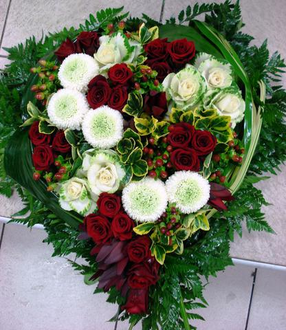 Coeur funeraire rose rouge rose blanche hypericum