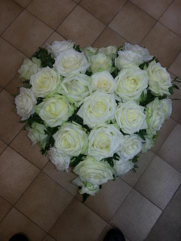 Coeur funeraire rose blanche